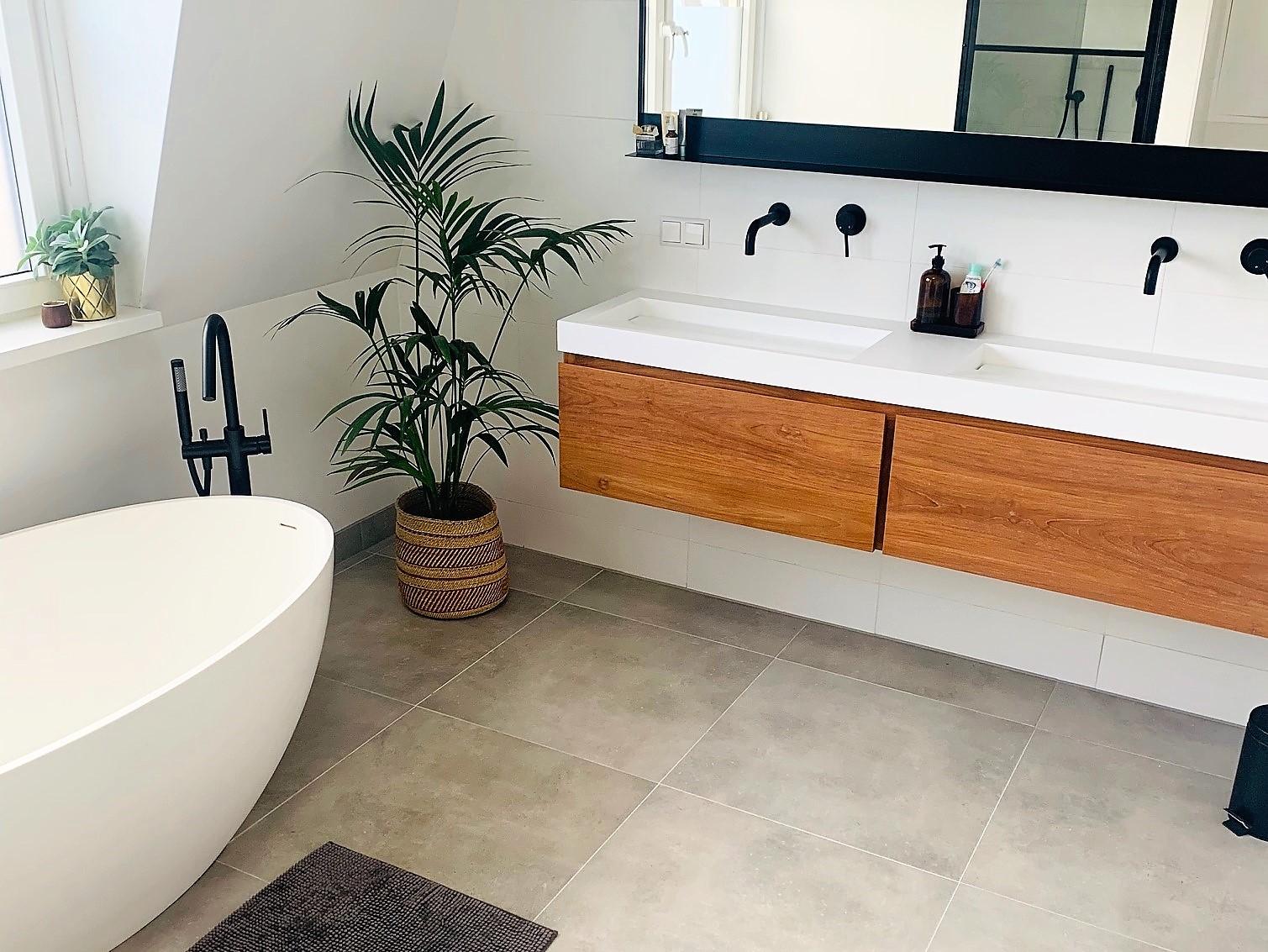 Teak in de badkamer: onze onderhoudstips!